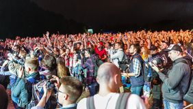 Вентиляторы наслаждаются Skillet в реальном маштабе времени на фестивале выходных атласа Киев, Украин Стоковое фото RF