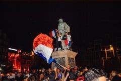 Вентиляторы празднуя победу квалификации Франции для окончательного ФИФА Стоковое Изображение