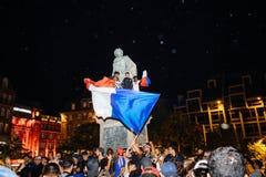 Вентиляторы празднуя победу квалификации Франции для окончательного ФИФА Стоковые Фотографии RF