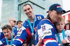 вентиляторы приветствуют команду slovak льда хоккея стоковые изображения rf
