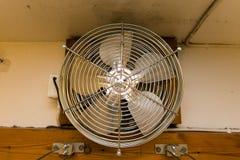 Вентилятор и веревки для белья металла стоковое изображение