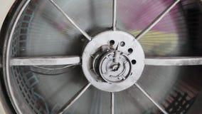 вентилятор на работе видеоматериал