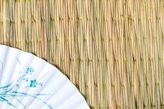 Вентилятор на сплетенной предпосылке Стоковые Фото
