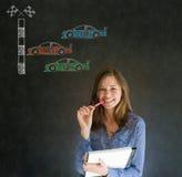 Вентилятор гоночного автомобиля Nascar бизнес-леди с ручкой и пусковая площадка на предпосылке классн классного Стоковые Фото
