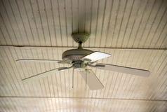 вентилятор потолка старый стоковое изображение rf