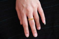 венчание кольца руки Стоковые Изображения RF