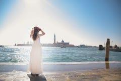 венчание Молодая европейская невеста идет в Венецию Италия Стоковое Изображение