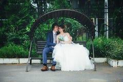 венчание прогулки groom невесты Стоковое Фото