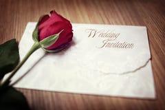 венчание романтичного символа приглашения сердец элегантности предпосылки теплое стоковые изображения rf