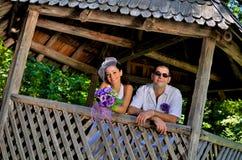 венчание сбора винограда дня пар одежды счастливое Стоковые Фото
