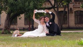 венчание сбора винограда дня пар одежды счастливое акции видеоматериалы