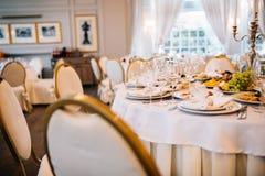 венчание таблицы приема партии случая установленное Служат свадебный банкет таблицы Стоковое Изображение