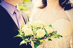 венчание groom невесты букета Стоковое Изображение RF