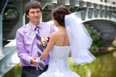 венчание groom церков церемонии невесты Стоковое Фото