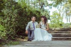 венчание groom церков церемонии невесты стоковая фотография