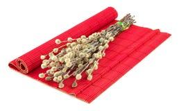 Верба пасхи на красной циновке Стоковая Фотография