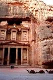 Верблюды и туристы в Petra, Джордан Стоковые Фотографии RF