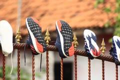 Веревка для белья на загородке дома стоковое фото