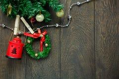 Веревка для белья украшения, лампы и ювелирных изделий рождества взгляд сверху дальше Стоковая Фотография RF