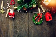 Веревка для белья украшения, лампы и ювелирных изделий рождества взгляд сверху дальше Стоковое Изображение