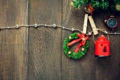 Веревка для белья украшения, лампы и ювелирных изделий рождества взгляд сверху дальше Стоковые Изображения