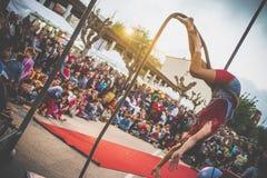 Веревочка баланса выставки клоуна Стоковые Изображения RF