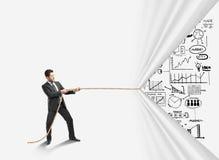 Веревочка бизнесмена вытягивая Стоковая Фотография RF