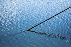 Веревочка в океане стоковая фотография