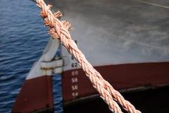 Веревочка зачаливания корабля на причале порта Пал гавани для большого na Стоковое Изображение RF