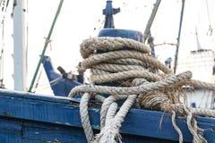 Веревочка зачаливания в шлюпке Стоковое Фото