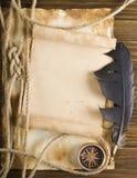 Веревочка и компас на старой бумаге Стоковое Изображение RF