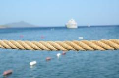 Веревочка и море Стоковое Изображение