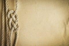 Веревочка на старой бумажной предпосылке Стоковое Изображение