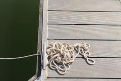 Веревочка на стыковке стоковое изображение