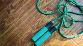 веревочка скачки на таблице Стоковые Изображения RF