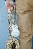 веревочка человека удерживания стоковые фотографии rf