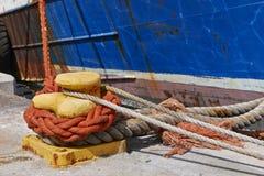 Веревочки и деталь ржавчины корабля Стоковые Фото