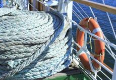 Веревочки и спасательный пояс корабля Стоковые Фото