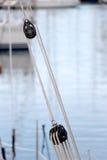 Веревочки и шкивы, деталь стоковое фото