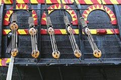 Веревочки и шкивы стоковые изображения