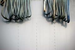 Веревочки на корпусе корабля Стоковое Изображение