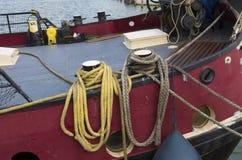 Веревочки на шлюпке Стоковые Изображения RF