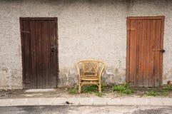 2 двери и стула Стоковая Фотография RF