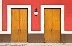 2 двери против стены цвета Стоковое фото RF
