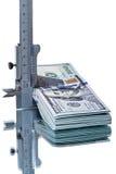Верньерный крумциркуль и 10 тысяч доллары Стоковые Фото