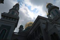 Вероисповедание мечети внешнее моля стоковое изображение