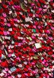 Верона - замки любовника и замки ключа для всех замков закрытые вверх на Касе di Giulietta перед балконом ` s Juliet Стоковые Изображения RF