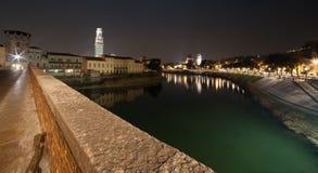 Верона, Италия, каменный мост, старый замок, панорамный взгляд Стоковые Изображения RF