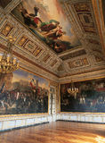Версаль, Франция - 10-ое августа 2014: Большая комната с картинами на стене и потолке на дворце Версаль Стоковое фото RF