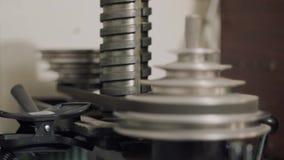 Вертикальное смещение лотка и фокуса на работая советскую машину бури видеоматериал